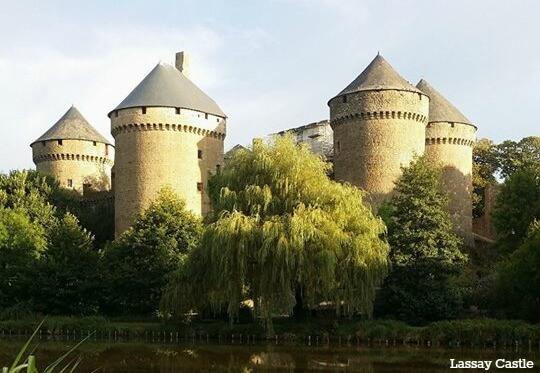 Le Château de Lassay en Mayenne, 8 tours vivantes