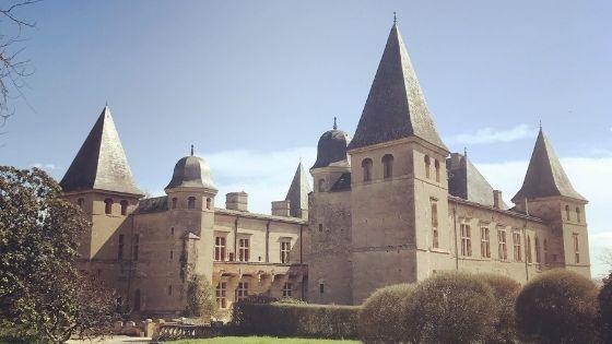 La vie de château à Caumont, un château de la Loire en Gascogne – Interview