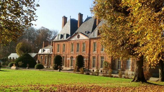 La vie de château au Mesnil Geoffroy, un bouquet de roses normandes – Interview